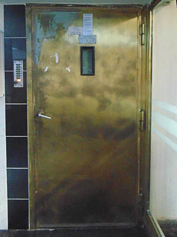 detaliu ușă - imobil Malaxa Burileanu