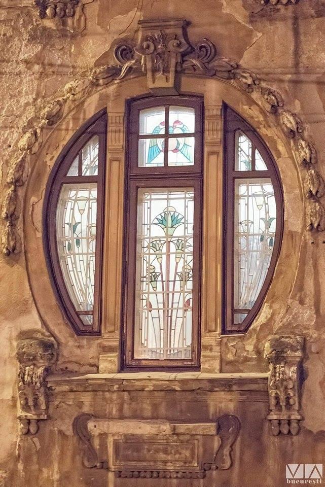 Casa Romulus Porescu, cu detaliile ei vegetale Art Nouveau. Arhitect Dimitrie Maimarolu.
